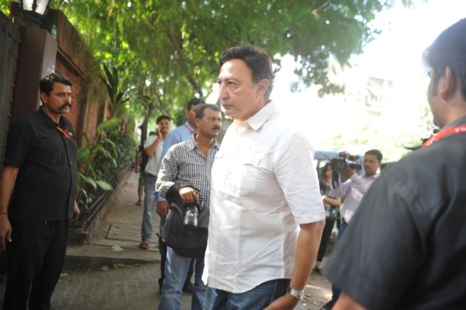 Bolly Celebs at Funeral of Ravi Chopra