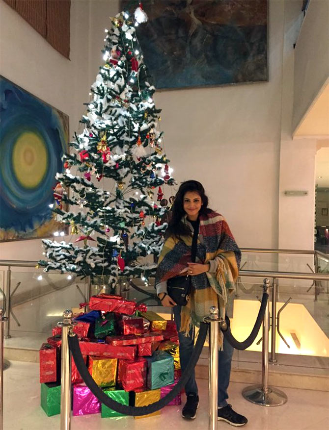 Bollywood Beauties Celebrate Christmas 2015