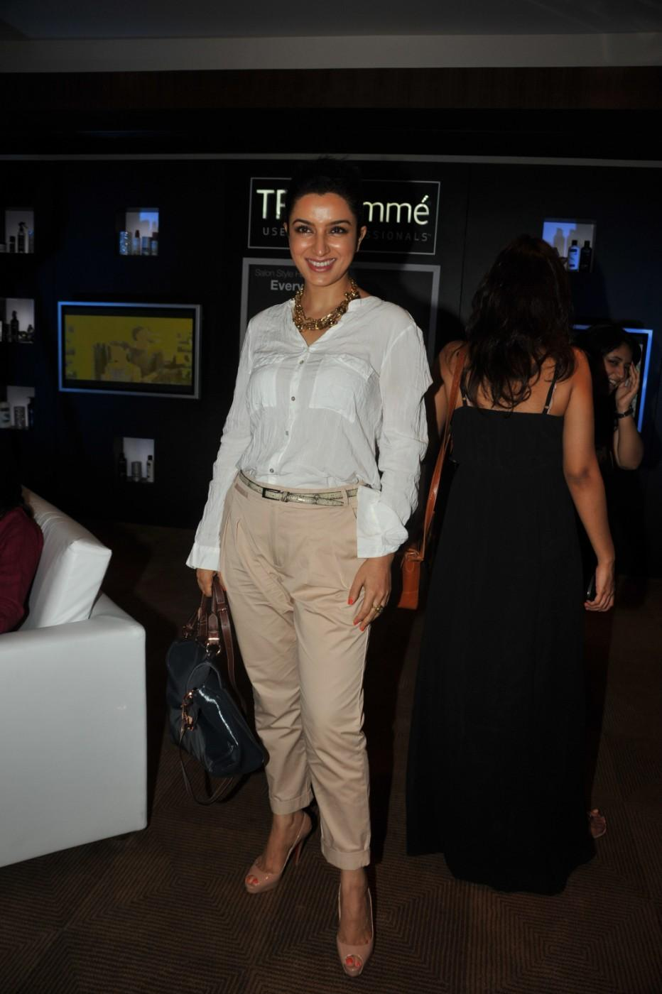Tisca Chopra Smile - Lakme Fashion Week 2012 Day 5 Photo