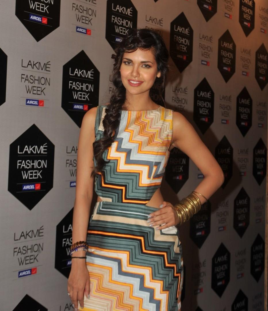 Lakme Fashion Week 2012 Day 5 Photo - Esha Gupta Photo