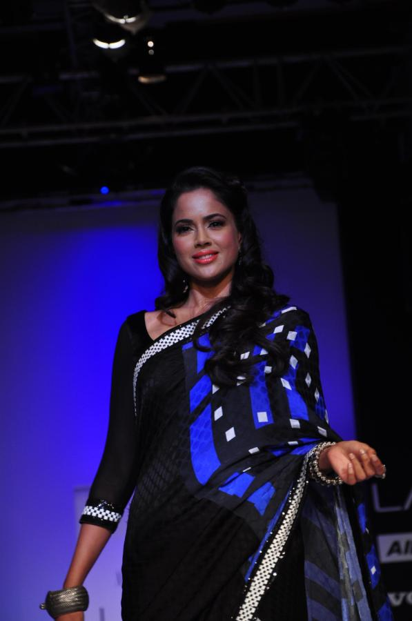 Sameera Reddy In Saree - Lakme Fashion Week 2012 Day 5 Photo