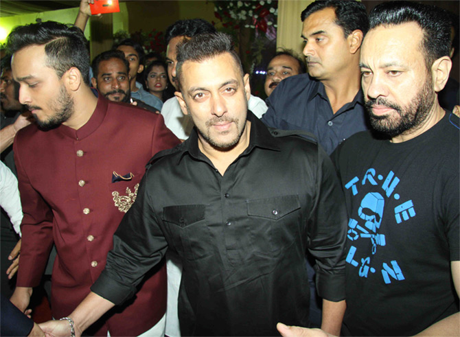 Bollywood Celebs attend Baba Siddique's Iftar Party in Mumbai