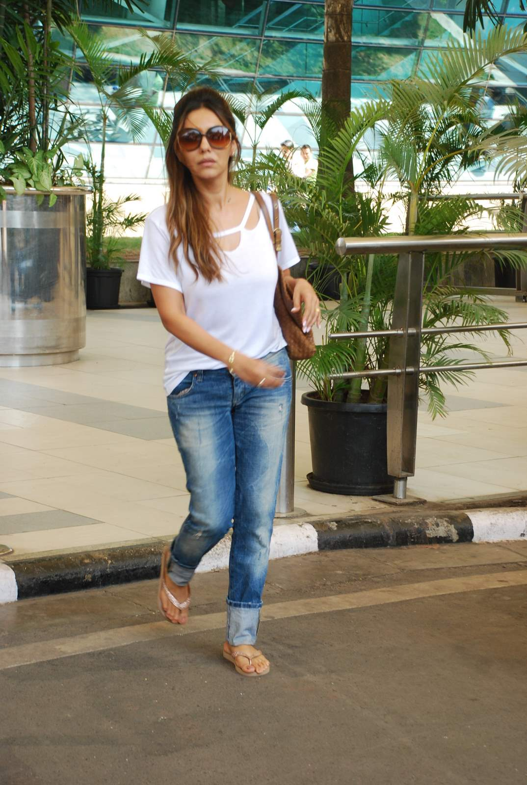Bollywood Celebs Snapped Returning From Goa at The Mumbai Airport