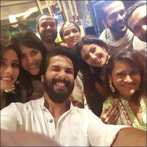Bollywood Stars Celebrates Diwali with Selfie