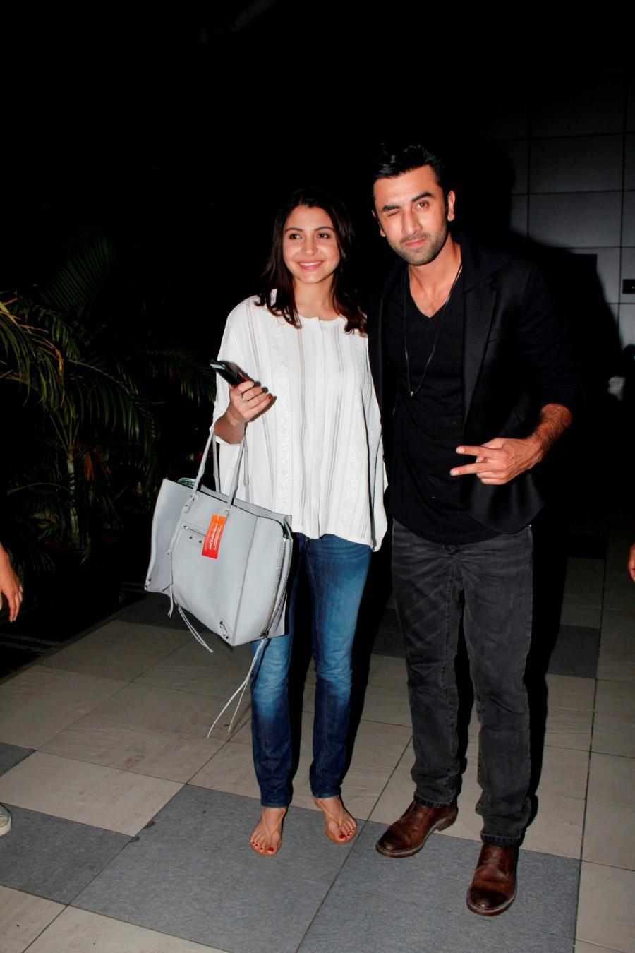 Bombay Velvet : Ranbir & Anushka Snapped at The Mumbai Airport