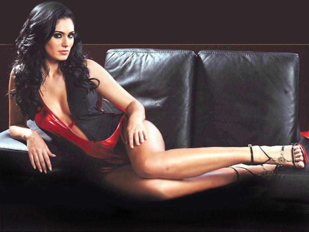 Bruna abdullah hot back bruna abdullah in short dress bruna abdullah - Bruna Abdullah Sexy Legs Photo