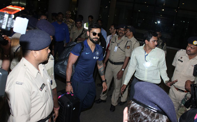Cricket Stars Dhoni, Kohli & Yuvraj Spotted at Mumbai Airport