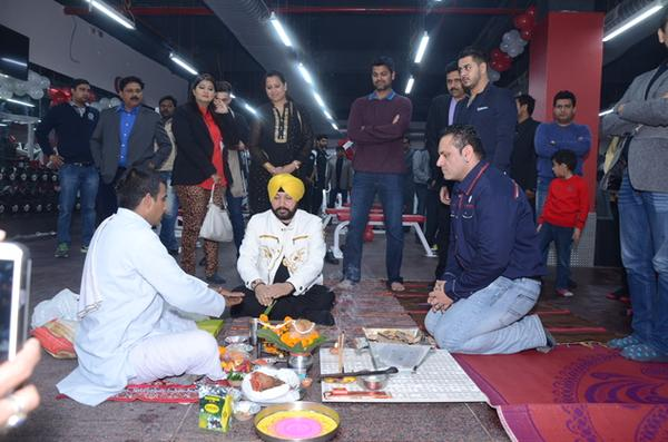 Daler Mehndi Inaugurates MS Dhonis New Venture Sports Fit in Delhi