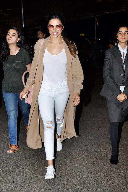 Deepika Padukone and Parineeti Chopra Snapped at Mumbai Airport