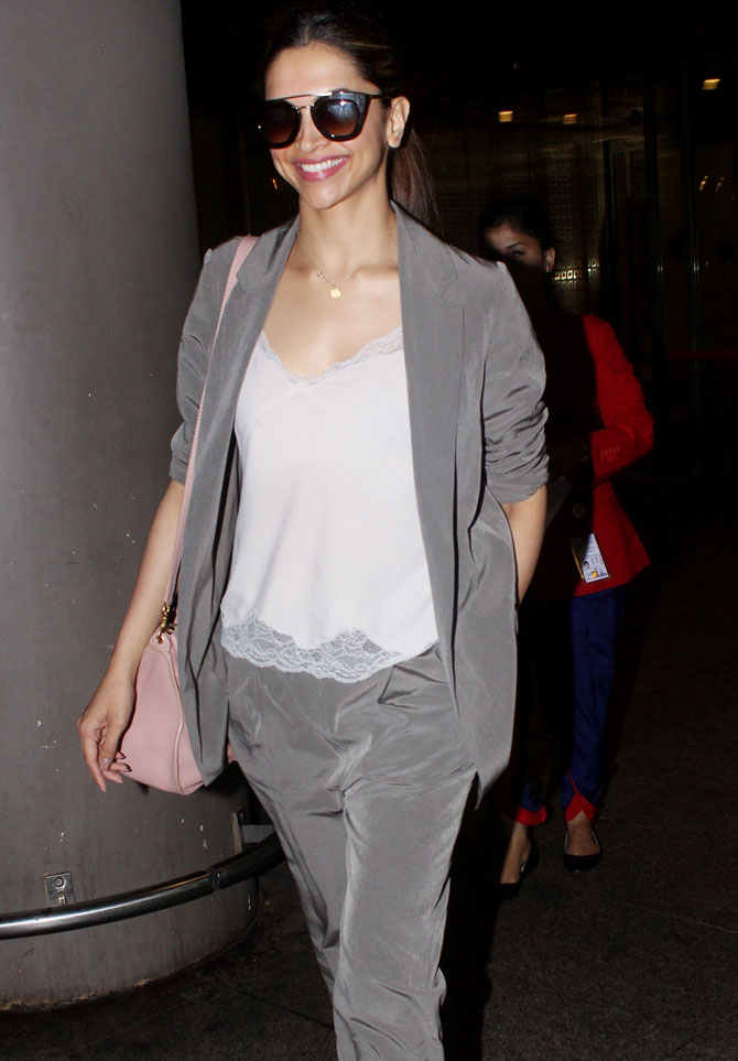Deepika Padukone, Bipasha Basu, Shriya Saran and Othe Bollywood Celebs Spotted at Airport