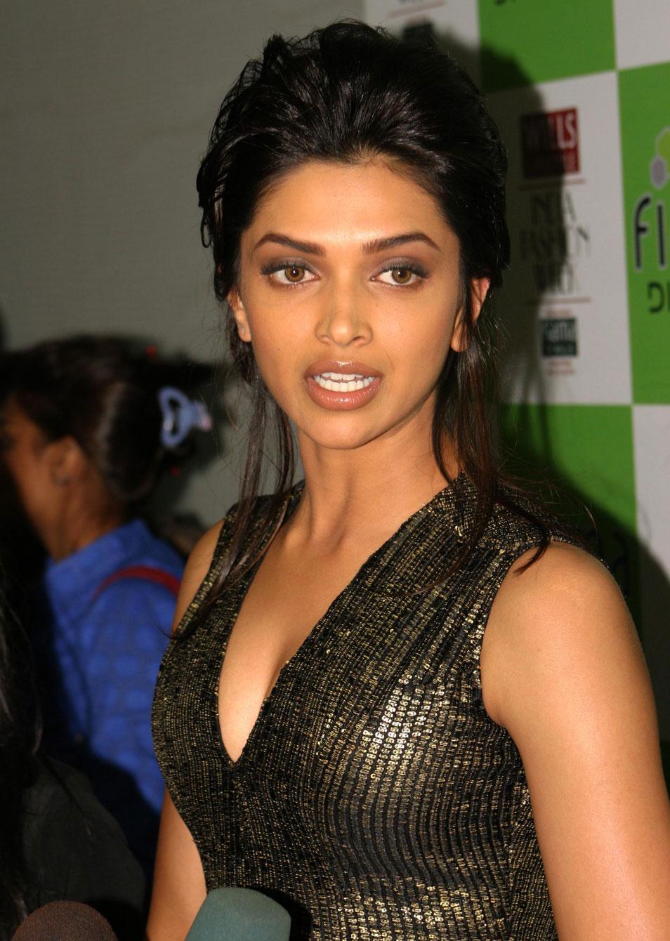 Deepika Padukone Spicy Hot Photo