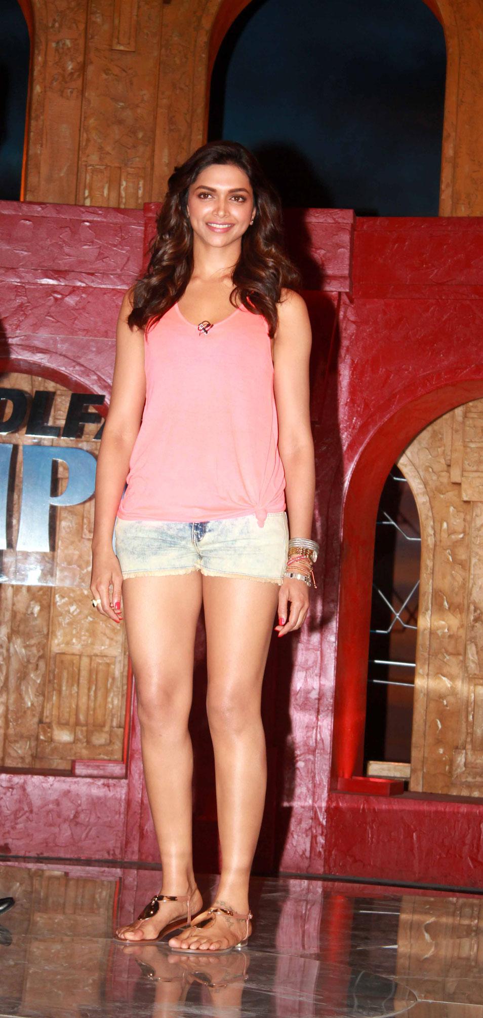 Deepika Padukone Stunning Face Cool Photo