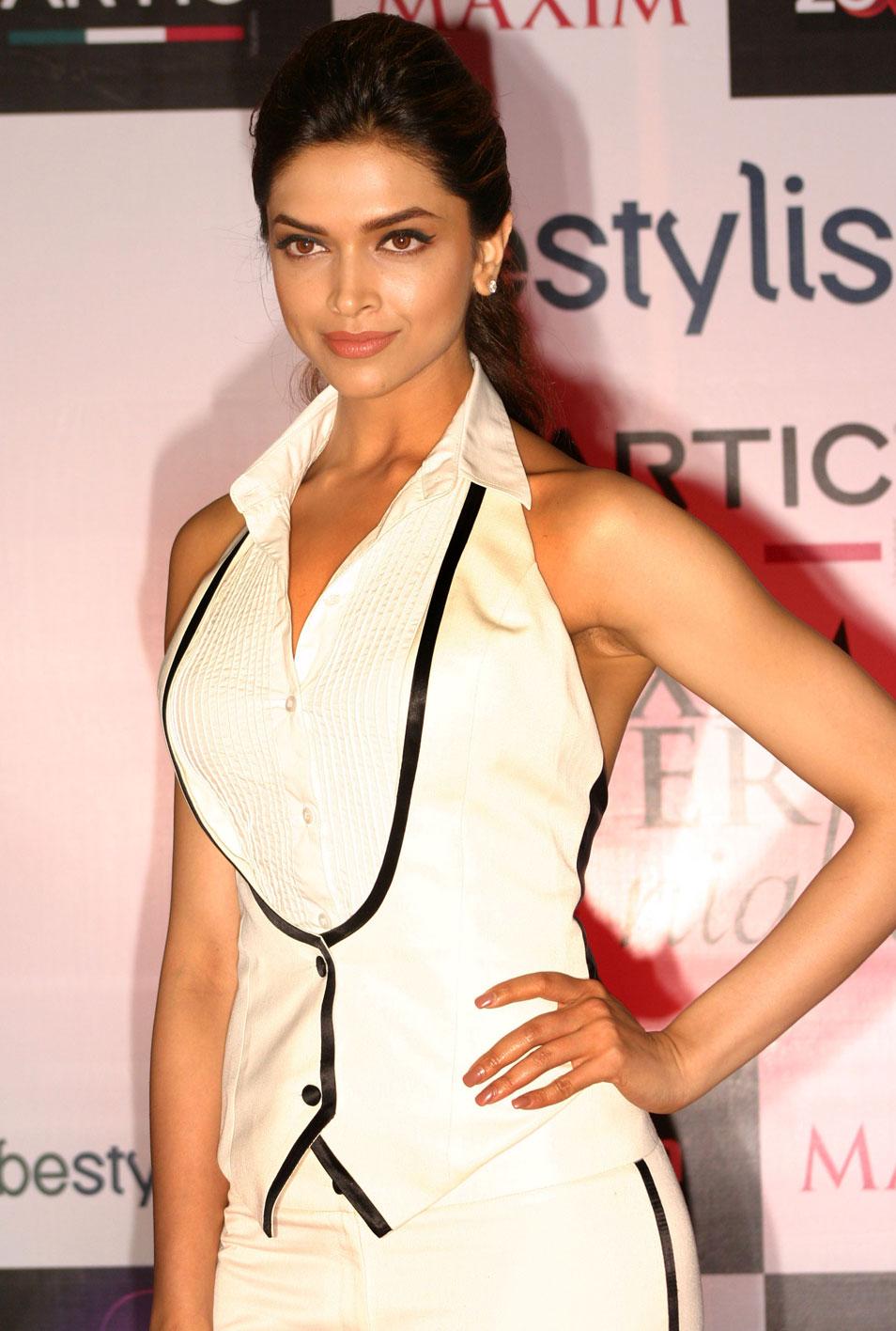 Deepika Padukone Sizzling Hot Photo