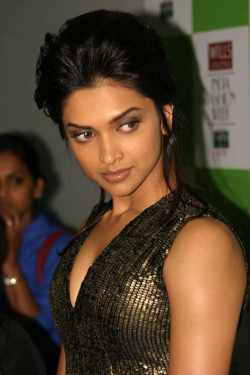 Deepika Padukone Sexy Look Photo