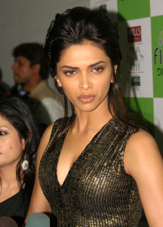Deepika Padukone Fresh Looking Face Photo