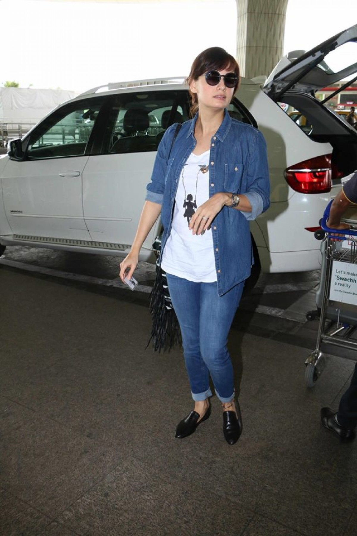 Dia Mirza Spotted at Mumbai Airport