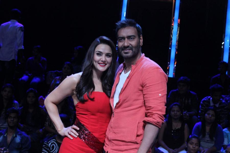 Drishyam Team on The Sets of Nach Baliye 7
