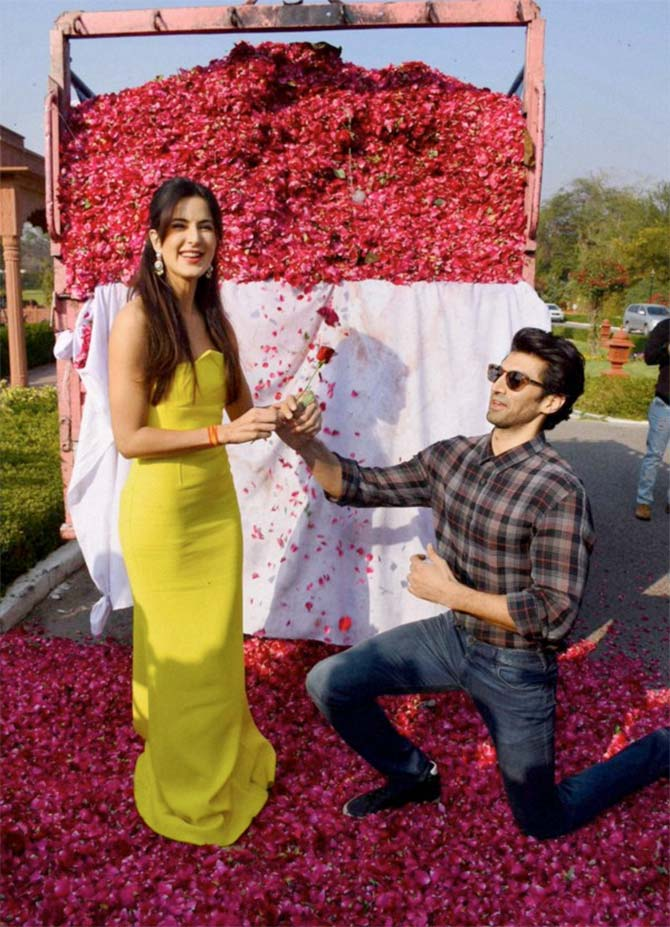 Fitoor : Katrina Celebrates International Rose Day with Aditya at Jal Mahal in Jaipur