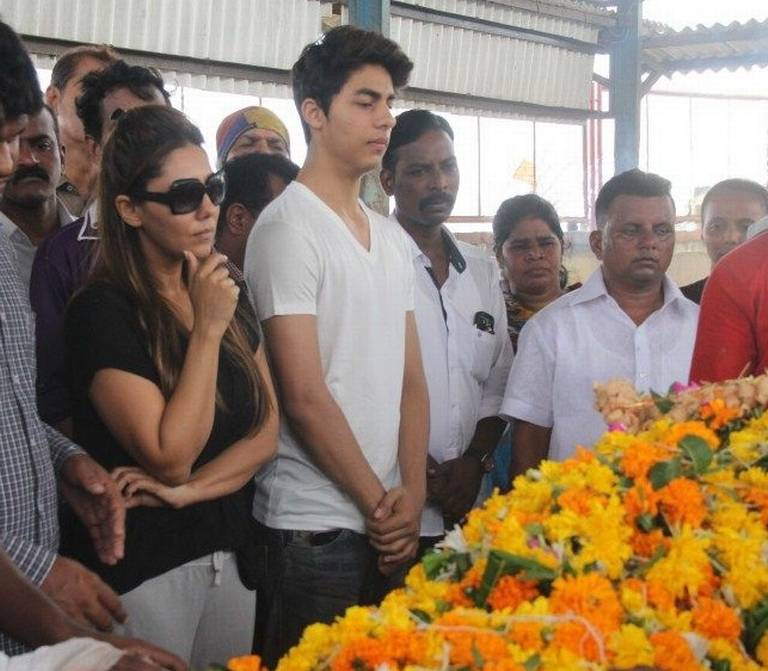 Gauri Khan & Aryan Khan Attend Subhash Dadas Funeral in Mumbai