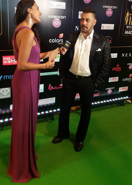 IIFA 2016: Bollywood Celebrities Spotted at The Green Carpet
