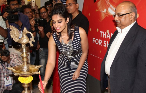 Ileana Dcruz at the launch of Reliance Trends Concept Store at infinity 2