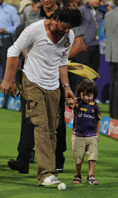 IPL 2016: Shah Rukh Khan and AbRam Spotted at the kolkatas Eden gardens
