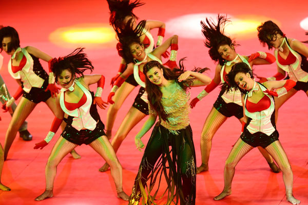 Jacqueline Fernandez Performs at the PBLs Opening Ceremony at Sardar Vallabhbhai Patel Stadium