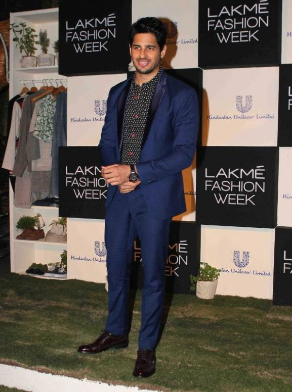 Kajol & Siddharth Malhotra at The LFW (Lakme Fashion Eeek) Curtain Raiser Event