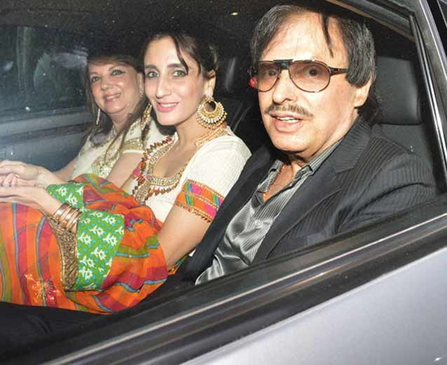 Kangna, Hrithik, Anushka & Other B-Town Stars Attend Dr. Ramesh Agarwals Daughters Wedding