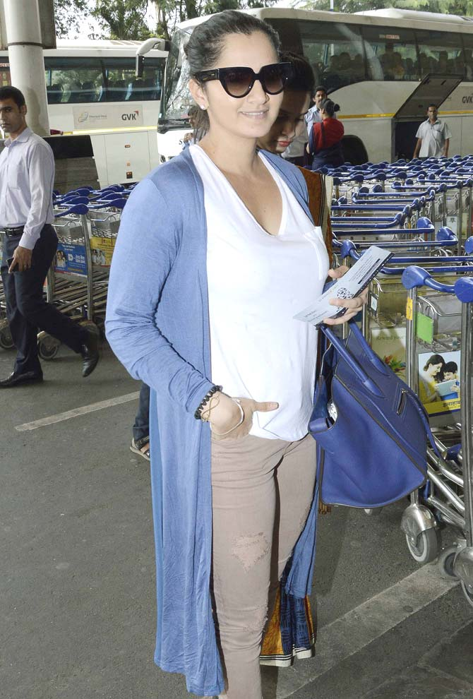 Kapoor Family Spotted At Mumbai Airport