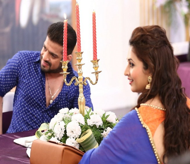 Karan Patel and Divyanka Tripathi On The Sets Of Ye Hai Mohabbatein