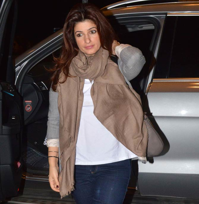 Kareena Kapoor Khan, Shilpa Shetty, Daisy Shah and Mallika Sherawat spotted at Mumbai airport