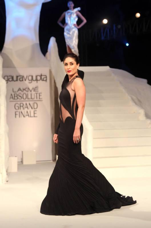 Kareena Kapoor Walks for Gaurav Gupta at Lakme Fashion Week WF 2015