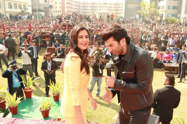 Katrina Kaif & Aditya Roy Kapur Promoted Fitoor Movie at IIMT Greater Noida