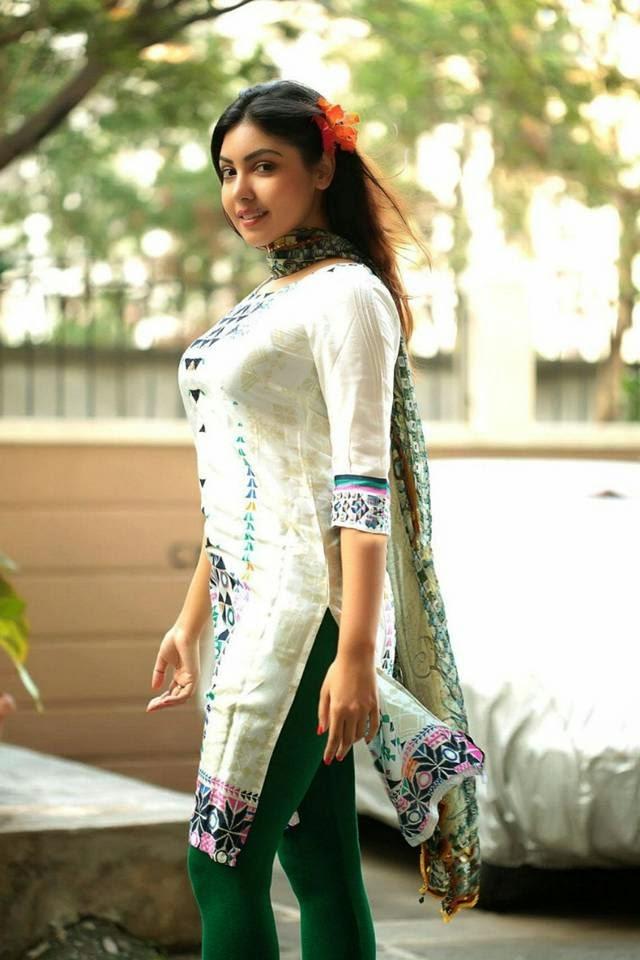 Indian girl in salwar hot