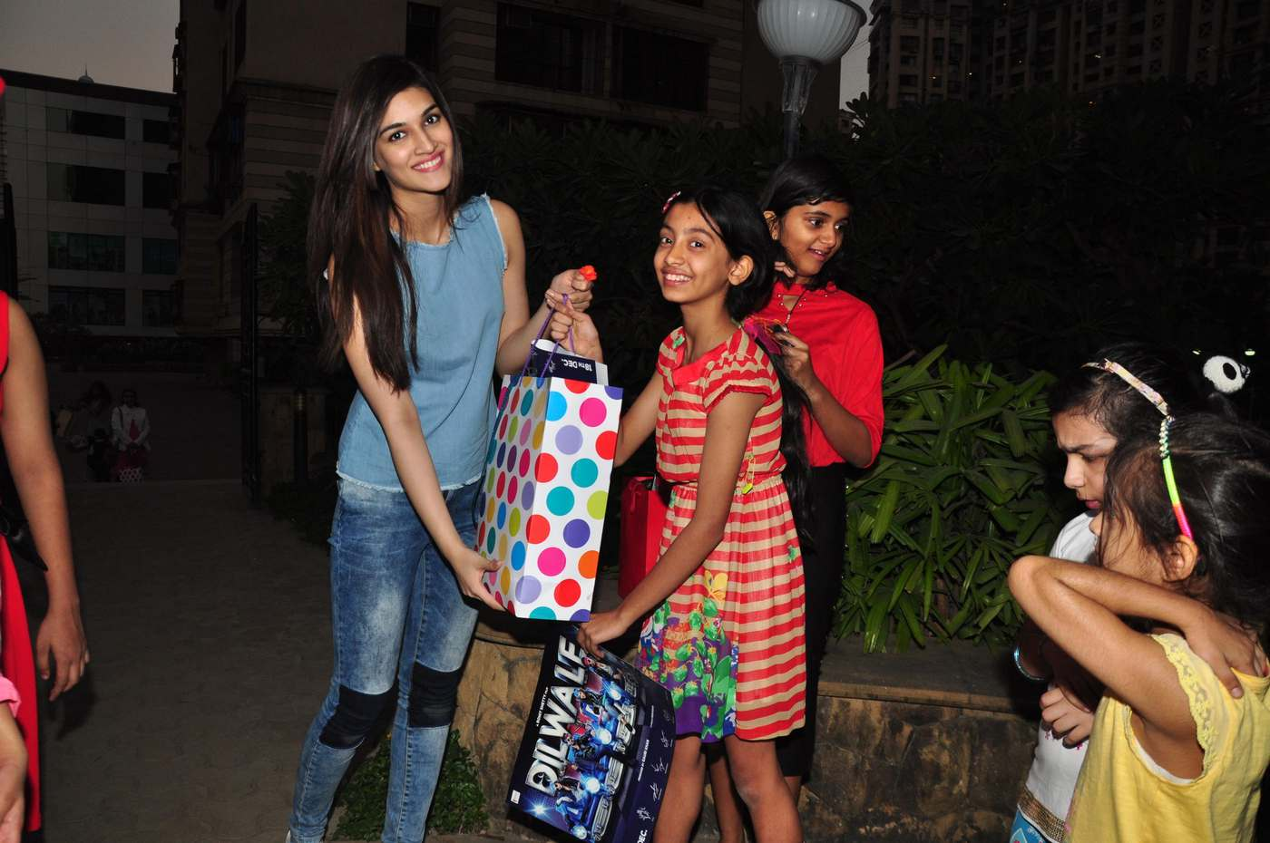 Kriti Sanon Celebrates Christmas with Kids