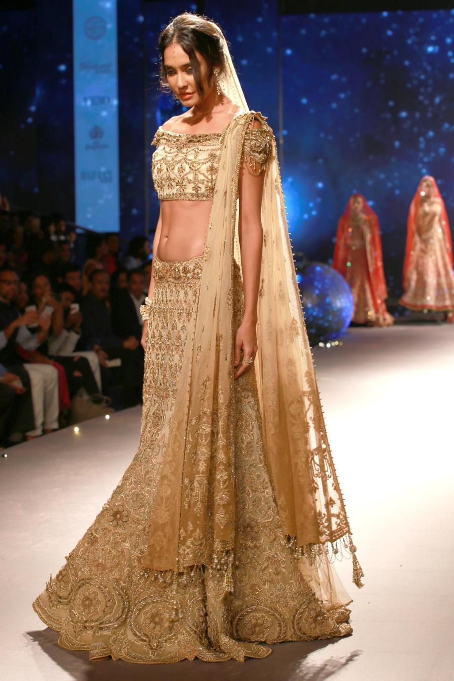 Lisa Haydon Walk at BMW India Bridal Fashion Week 2015