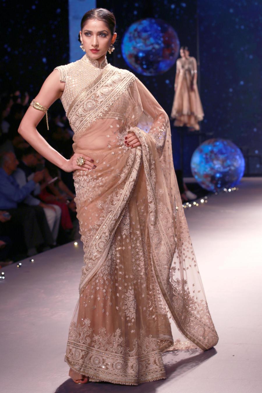 Lisa Haydon Walk at BMW India Bridal Fashion Week 2015-04
