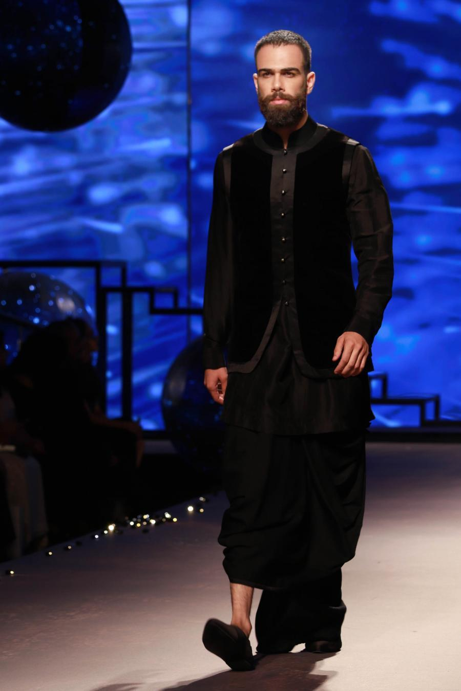 Lisa Haydon Walk at BMW India Bridal Fashion Week 2015-05