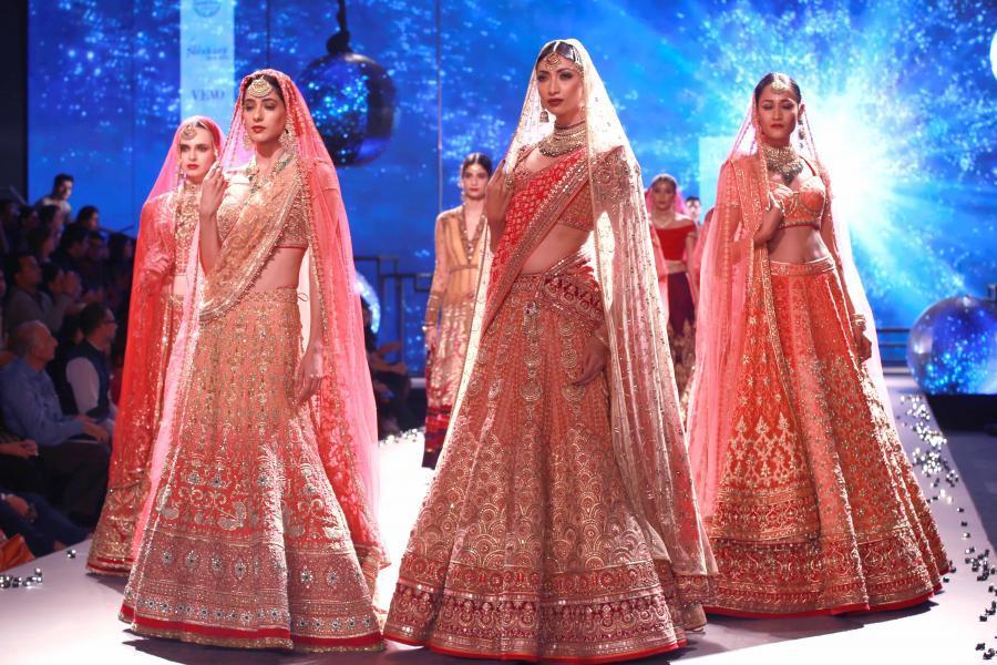 Lisa Haydon Walk at BMW India Bridal Fashion Week 2015-07