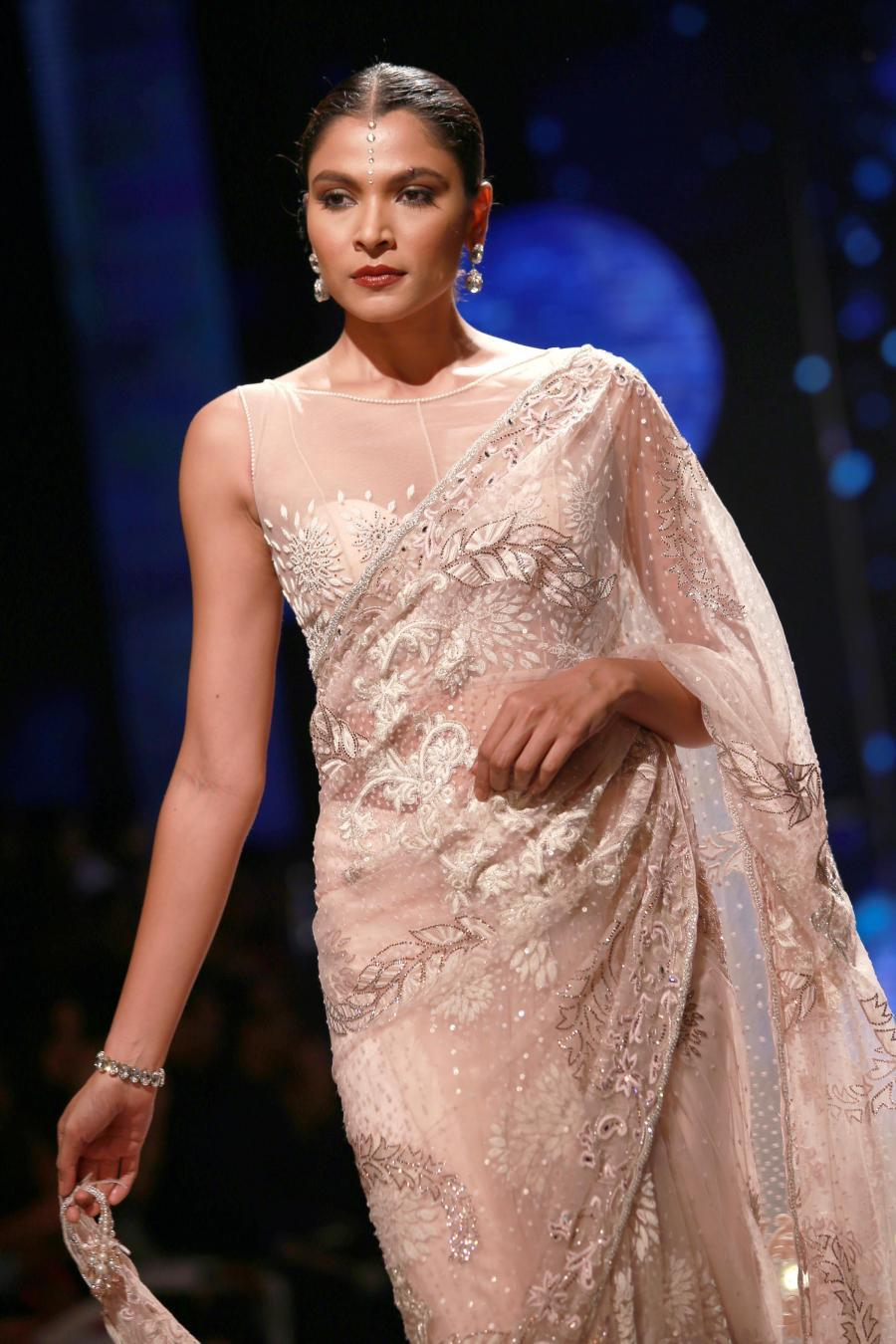 Lisa Haydon Walk at BMW India Bridal Fashion Week 2015-08