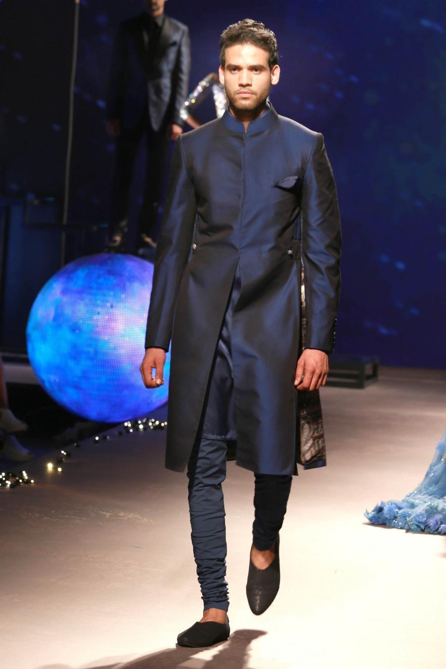 Lisa Haydon Walk at BMW India Bridal Fashion Week 2015-09