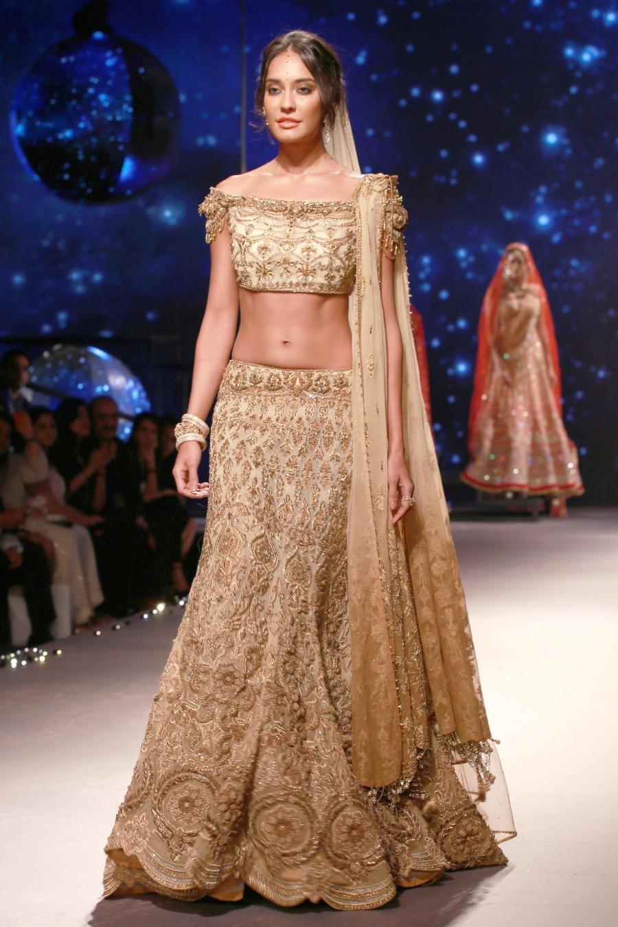 Lisa Haydon Walk at BMW India Bridal Fashion Week 2015-12