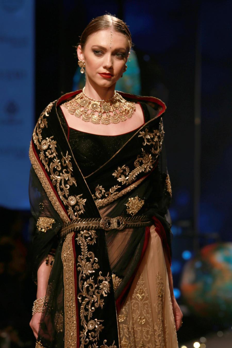 Lisa Haydon Walk at BMW India Bridal Fashion Week 2015-15
