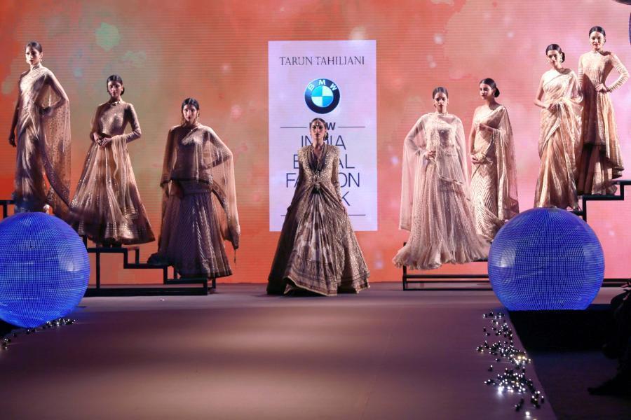 Lisa Haydon Walk at BMW India Bridal Fashion Week 2015-16