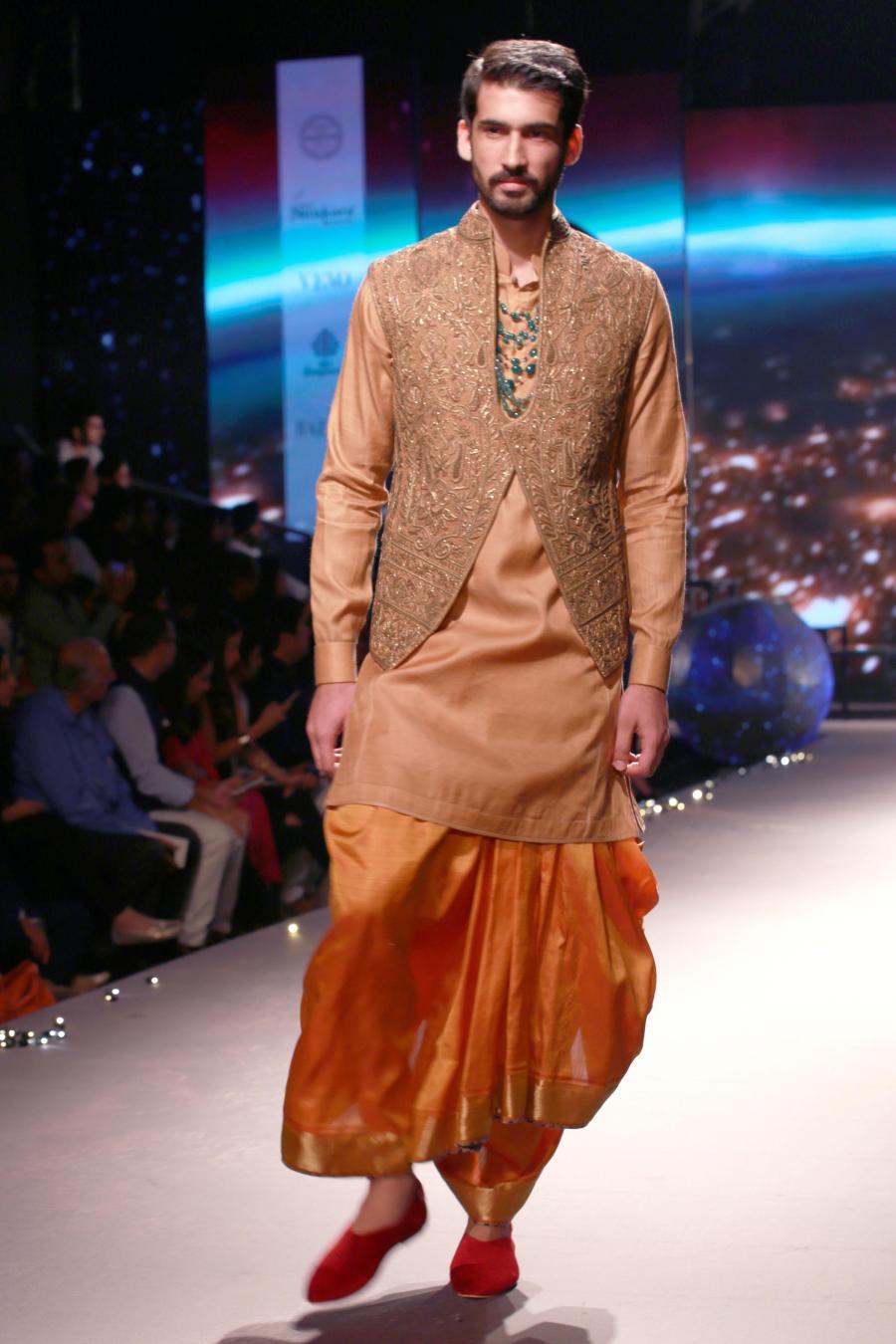 Lisa Haydon Walk at BMW India Bridal Fashion Week 2015-18