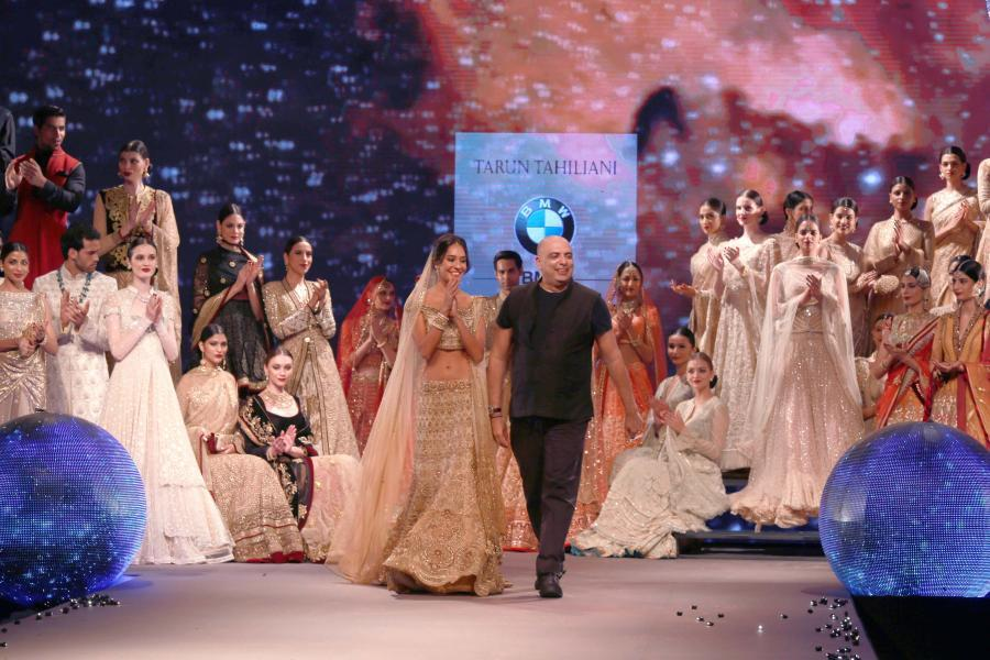 Lisa Haydon Walk at BMW India Bridal Fashion Week 2015-19