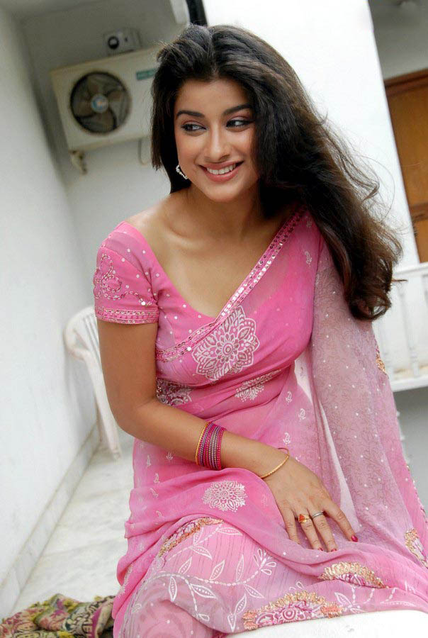 Madhurima Banerjee Hot In Pink Saree Photo - 10