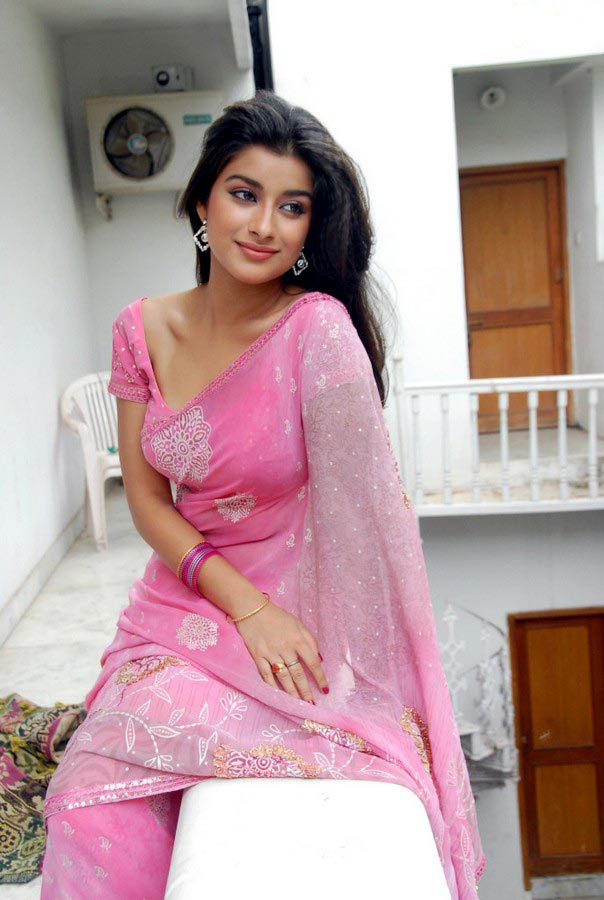Madhurima Banerjee Hot In Pink Saree Photo - 06