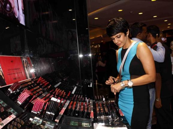 Mandira Bedi, Sarah Jane Dias & Pallavi Sharda at The Sephora Store